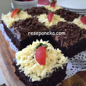 Eggless Chocolate Cake (No Mixer)⁣